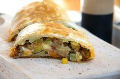 Sauerkrautstrudel Rezept   GuteKueche.de Spanakopita, Ethnic Recipes, Food, Drinks, Oven, Food Portions, Easy Meals, Food And Drinks, Drinking