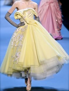 Christian Dior chiffon et ribbons yellow pastel