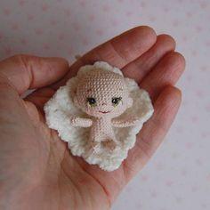 Крошечка для @liliiaakinina . Следом выложу фото в шапочке. #вязанаякукла #amigurumi #амигуруми #crochet #малышка #baby #доченька #дочурка #доча #дочка #детки #дети #crochetdoll Knit Or Crochet, Crochet Gifts, Crochet Stitches, Crochet Baby, Crochet Patterns, Knitted Dolls, Crochet Dolls, Amigurumi Doll, Miniature Dolls