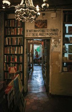 Be Not Inhospitable To Strangers Lest They Be Angles In Disguise Shakespeare & Company Paris Photo: Dieter Krehbiel Paris Book Store Shakespeare and Company Dream Library, Library Books, I Love Books, Books To Read, Shakespeare And Company Paris, Book Aesthetic, Aesthetic Outfit, Aesthetic Dark, Aesthetic Bedroom