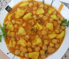 Spanish Cuisine, Chickpea Recipes, Chana Masala, Tapas, Cheeseburger Chowder, Stew, Main Dishes, Food And Drink, Favorite Recipes