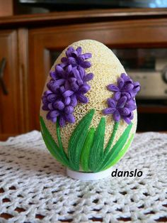 Neli Quilling, Quilling Paper Craft, Quilling Flowers, Quilled Paper Art, Paper Quilling Designs, Quilling Patterns, Origami 3d, Easter Egg Designs, Easter Egg Crafts
