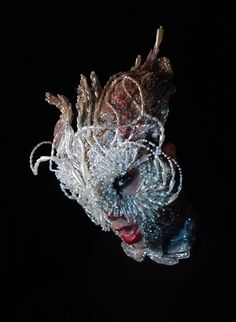 Björk: Headpiece & Photo by James Merry, makeup by Andrew Gallimore Mazzy Star, Masks Art, Weird Fashion, Mode Style, Oeuvre D'art, Headdress, Masquerade, Wearable Art, Artsy
