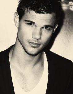 Taylor Lautner -