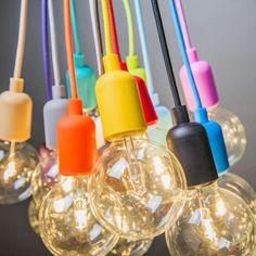 Lampen aan een gekleurde snoer, de trend van 2014. Ook leuk voor in uw woonkamer! | Hanglamp Cava, artikelnummer 90356. Verkrijgbaar in 14 verschillende kleuren.