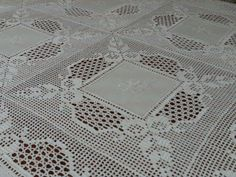 Filomena Crochet and Others Lavores: - A banquet tablecloth