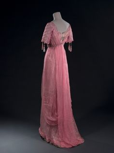 Vintage Clothing ~Pink Chiffon Gown - c. 1905 - Embroidered with sequins - Alice Alleaume's Wardrobe - © Stéphane Piera/Galliera/Roger-Viollet ~ - 1900s Fashion, Edwardian Fashion, Vintage Fashion, Club Fashion, Emo Fashion, Vestidos Vintage, Vintage Gowns, Vintage Outfits, Edwardian Gowns