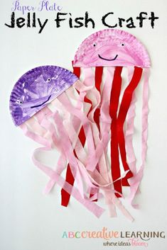 This Easy Jiggly Paper Plate Jelly Fish Kids Craft is perfect for summer time and for ocean theme learning lessons! - http://abccreativelearning.com