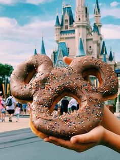 Come on everybody get your ears on (and your grub on)! This new Mickey Celebration Donut can now be found at Magic Kingdom in Walt Disney World. Best Disneyland Restaurants, Comida Disneyland, Best Disneyland Food, Disneyland Dining, Disney Desserts, Disney Snacks, Disney Themed Food, Disney Inspired Food, Disney World Essen