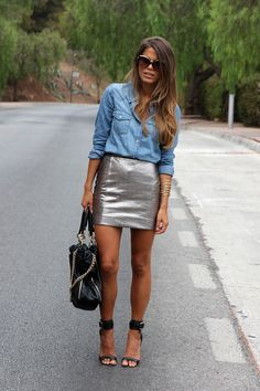 40 Preppy Spring Outfits To Inspire You Metallic Skirt Outfit, Silver Skirt, Metallic Outfits, Summer Outfits Women, Spring Outfits, Outfit Summer, Short Jeans, Inspiration Mode, Denim Top