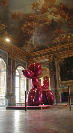 Balloon dog Jeff Koons at the Versailles