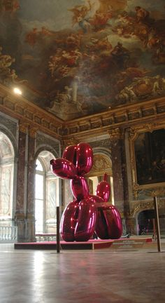 Jeff Koons, Balloon Dog, Versailles                                                                                                                                                                                 Plus