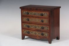 APPRENTICE MADE MINIATURE CHEST MODEL - English : Lot 90