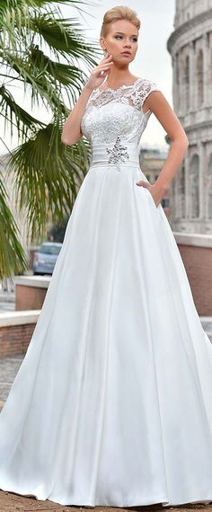 Delicate Tulle & Satin Scoop Neckline A-line Wedding Dress With Lace Appliques & Pockets