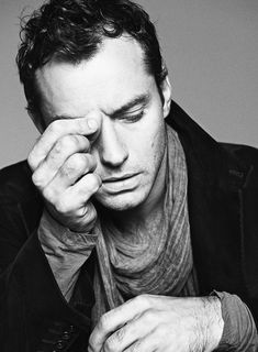 Jude Law. S)