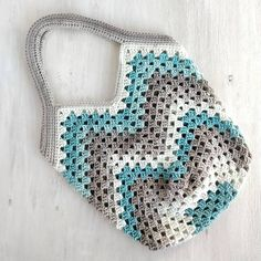 Commiserations for those of us who have to go back to work today. With my last days of freedom, I enjoyed hooking up this granny square… Crochet Purse Patterns, Crochet Tote, Crochet Handbags, Crochet Purses, Crochet Crafts, Granny Square Bag, Work Today, Handmade Bags, Freedom