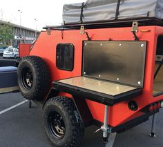 Original es un trailer off road con un dormitorio, estanque de agua y sistema eléctrico 12v que puedes expandir con una carpa de techo y anexo hasta 6 personas