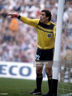 World Cup Football 1982 England v France Peter Shilton organises his defensive wall Retro Football, Chelsea Football, Football Shirts, Football Team, England Kit, England Football Players, Bristol Rovers, Athletic Clubs, Goalkeeper