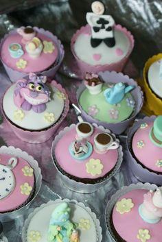 Alice in Wonderland cupcakes