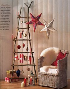 Unusual Christmas Tree Decoration By Unique Rustic Wood Ladder Christmas Tree With Gift Hanging Image! Homemade Christmas Tree, Christmas Crafts For Adults, How To Make Christmas Tree, Homemade Christmas Decorations, Alternative Christmas Tree, Decoration Christmas, Christmas Tree Toppers, Star Decorations, Christmas Lights Outdoor Trees