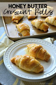 Honey Butter Crescent Rolls 2019 Honey Butter Crescent Rolls Recipe ready in just 15 minutes using Pillsbury Crescents! The post Honey Butter Crescent Rolls 2019 appeared first on Rolls Diy. Pillsbury Crescent Roll Recipes, Recipes Using Crescent Rolls, Pillsbury Recipes, Bisquick Recipes, Recipe Using Honey, Honey Rolls Recipe, Honey Butter Biscuits, Cheddar, Honey Recipes