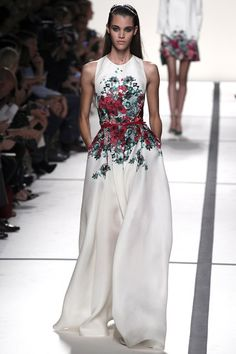 """Elie Saab spring/summer 2014 ready-to-wear  ❁❁❁Thanks, Pinterest Pinners, for stopping by, viewing, pinning, & following my boards.  Have a beautiful day! ❁❁❁ **<>**✮✮""""Feel free to share on Pinterest""""✮✮"""" #gifts www.fashionandclothingblog.com"""