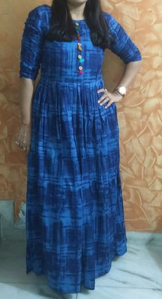 ह Indigo kurta Indian Gowns, Indian Wear, Indian Outfits, Stylish Dresses, Casual Dresses, Fashion Dresses, Maxi Dresses, Girls Dresses, Ethnic Fashion