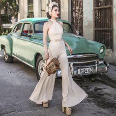 A US vendor who sells the Le Palais Vintage line! 1940s Outfits, Classy Outfits, Vintage Outfits, 70s Fashion, Autumn Fashion, Vintage Fashion, Fashion Outfits, Fashion Model Poses, Beige Outfit