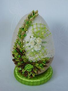 Velikonoční vajíčko * kanzashi Easter Projects, Easter Crafts, Projects To Try, Ribbon Art, Ribbon Crafts, Egg Shell Art, Diy And Crafts, Arts And Crafts, Egg Art