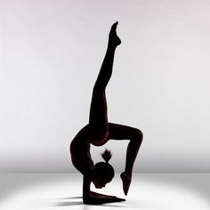 Trendy Ideas For Sport Photography Dance Flexibility Dance Photography Poses, Dance Poses, Sport Photography, Gymnastics Photography, Yoga Pictures, Dance Pictures, Art Du Cirque, Dancing Drawings, Gymnastics Pictures