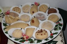 Maçapão de Amêndoas are Portuguese Almond Marzipan Sweets that are very typical and popular in Portugal. Portuguese Desserts, Portuguese Recipes, Portuguese Food, Portuguese Culture, Learn Portuguese, Algarve, Marzipan, Heritage Recipe, Gluten Intolerance