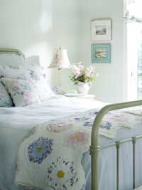 Cozy cottage tips -nice and  fresh looking.  LOVE LOVE LOVE !!!  One of my favorite bedroom pins!!!!!!!