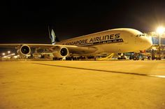 Con le sue 12 suite (   video   ), gli 86 posti in business class e i 311 in economy class è l'aereo di linea più grande del mondo, in servizio dal 2007 su numerose rotte internazionali: l'A380 di Singapore Airlines ha fatto tappa per la prima volta a Malpensa, dov'è stato ospit