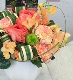 ラナンキュラス・スイートピー色合いも花材も 暖かな春です♫
