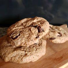 """Tenemos nuevo producto y está 🤤🤤 . """"CHEWY VEGAN CHOCOLATE CHIP COOKIE"""" . Una galleta muy suave y tierna con discos de chocolate negro en su interior, y como es costumbre, 100% vegano 🌱💚😍 . . . Desde mañana la tendremos disponible, DEBES probarla, es adictiva 🤤 . #veggie #vegano #vegan #veganfood #concevegan #conce #plantbased #cookies #chocolate Ice Cream, Cookies, Chocolate, Interior, Desserts, Food, Vegan, Cook, Budget"""