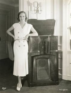 Joan Crawford and her stereo Hollywood Icons, Old Hollywood Glamour, Classic Hollywood, 1930s Fashion, Retro Fashion, Vintage Fashion, Joan Crawford, Photography Movies, Body Shots