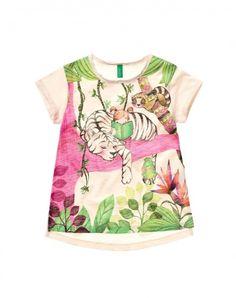 81c5df3e1 Camiseta de cuello redondo confeccionada en tejido de punto flameado de  100% algodón con maxiestampado