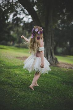 Verano, sol, looks boho… este año si hay un accesorio bucólico que va a hacer las delicias a cualquier estilismo diurno (y nocturno) son los tocados a modo de corona de flores… Aquí está mi moodboard floral… � � Banda para el pelo con corona de flores de Asos (47,72 €) � � Floral headband […]