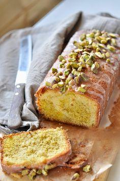 Pistachio lemon cake from Jamie Oliver Healthy Sugar, Healthy Sweets, Baking Recipes, Cake Recipes, Dessert Recipes, Jamie Oliver, Citroen Cake, Raisin Cake, Baking Bad