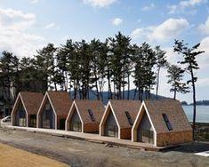 student housing by agnieszka owsiany & adam wiercinski Tiny House Village, Tiny House Cabin, A Frame Cabin, A Frame House, Camping Am Meer, Alpine House, Student House, Modern Tiny House, Micro House