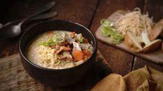 Vydatná polévka vsychravém počasí přijde vhod. Unás si často pochutnáváme na této sytější verzi kuřecí polévky, kde nechybí zelenina, žampiony aani dobré polévkové nudle. Grains, Rice, Ethnic Recipes, Food, Essen, Meals, Seeds, Yemek, Laughter