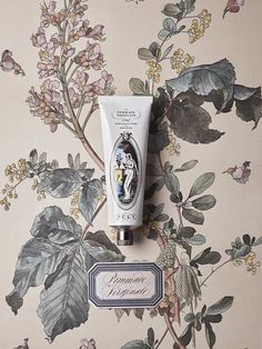 L'Officine Universelle Buly offers perfumes and atmospheric odors, natural beauty treatments and the best accessories since Packaging Design Inspiration, Graphic Design Inspiration, Branding Design, Logo Design, Aesthetic Design, Bottle Design, Brand Packaging, Botanical Illustration, Illustrations