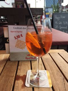 It's aperol spritz time at the Reeperbahn - by Travellenineurope.com