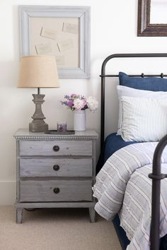 Guest bedroom essentials-How to create a welcoming guest bedroom-bedroom ideas Home Decor Catalogs, Home Decor Online, Home Decor Store, Home Decor Fabric, Home Decor Furniture, Guest Bedroom Decor, Guest Bedrooms, Bedroom Ideas, Bedroom Inspiration