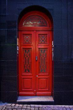 czerwone drzwi- czerwone drzwi Red Door in Porto, Portugal; the blue tile on the wall surrounding the door is gorgeous. Cool Doors, Unique Doors, Door Knockers, Door Knobs, When One Door Closes, Door Gate, Grand Entrance, Painted Doors, Windows And Doors