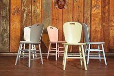Cadeiras São Paulo, design de Carlos Motta com exclusividade para a Butkze 👏🏻 Para combinar com o dia de hoje e os 464 anos de São Paulo 💚#saopaulo464anos#designbutzke #carlosmotta #cadeirasaopaulo #design #decor #tips #colors #candycolors  #instadecor #sp