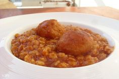 כדורי עוף עם פתיתים, תענוג לראות צלחות שהתרוקנו מאוכל, וכמה כיף לראות אנשים נהנים מאוכל טוב. עכשיו הגיע הזמן לארוחת צהריים קלה, בתאבון לכם