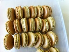 Pistachio Macaron Pistachio Macaron Recipe, Paleo Recipes, Macarons, Sausage, Meat, Ethnic Recipes, Gluten, Food, Eten