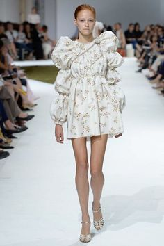 Giambattista Valli Fall 2016 Couture Collection - Vogue