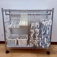 Make your daily laundry more comfortable! - Hangers are a necessity for washing. An item that is always present in every house. Diy Kitchen Storage, Bathroom Storage, Diy Casa, Laundry Room Organization, Asian Decor, Wire Shelving, Laundry In Bathroom, Tidy Up, Small Storage